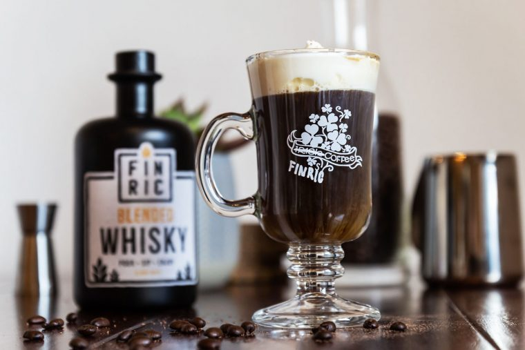 FINRIC Coffee - Irish Coffee mal anders - Warmer Whisky-Drink mit Sahne